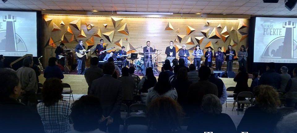 Domingo – Culto de Adoración